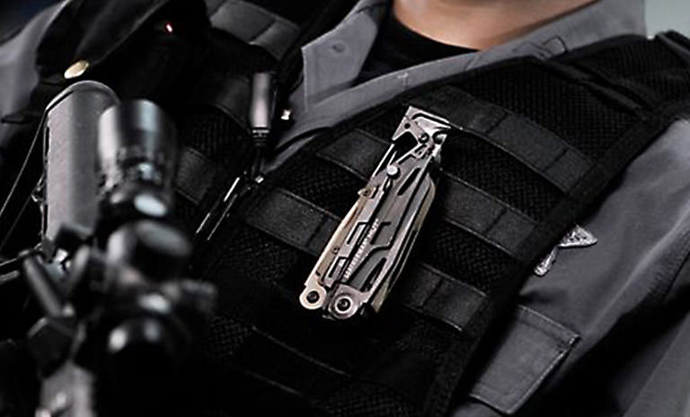 Leatherman mut eod multi-tool worn by police officer